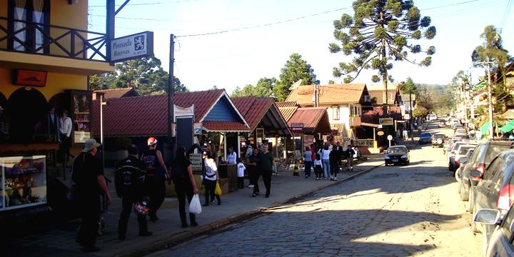 avenida-principal-de-monte-verde
